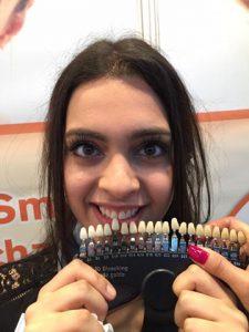Kosmetische Zahnaufhellung in der Zahnarztpraxis P. Tomovic in Frankfurt